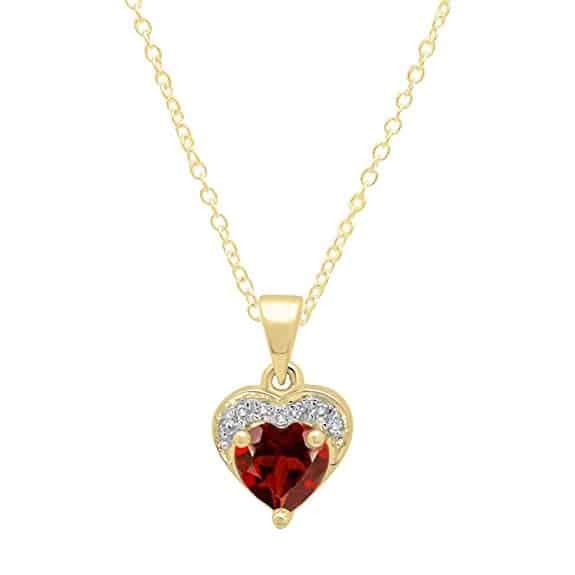 collar de oro en forma de corazon