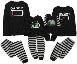 pijamas de parejas e hijos de batería
